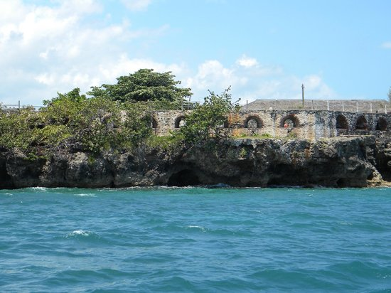 Fort Charlotte: The embrasures facing into the anchorage
