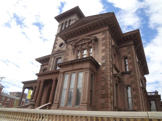 Victoria Mansion: Front of Mansion