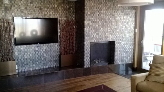 Shoshone Bannock Hotel & Event Center : Coyote suite: living room