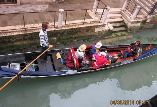 Hotel Ala - Historical Places of Italy: Gondola on Canal outside our Room