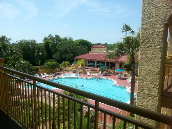 La Quinta Inn & Suites Ft. Myers - Sanibel Gateway: The pool view outside our room