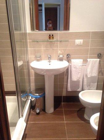 Guest House Maison Colosseo: Bathroom