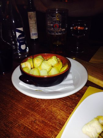 Il Cantinone: Oven roasted potatoes.
