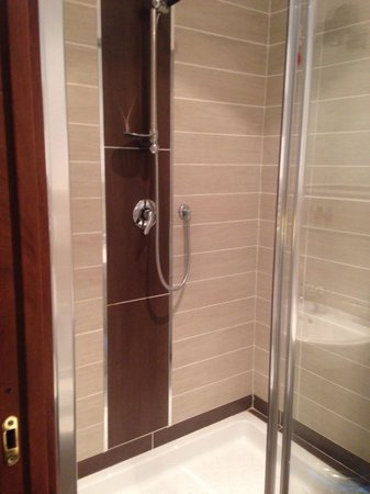 Guest House Maison Colosseo : Shower