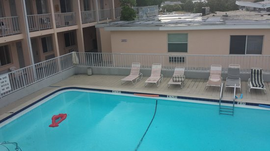 Belleair Beach Resort : Our pool