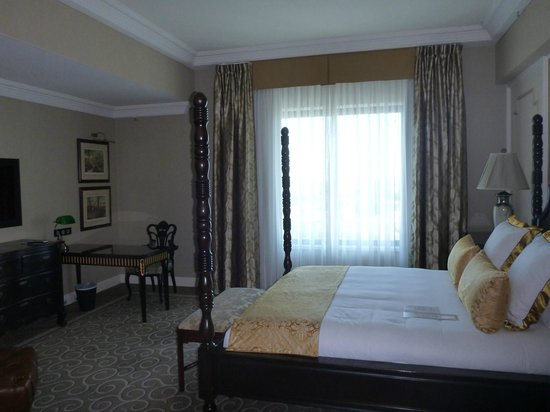 Stamford Plaza Brisbane: Bedroom (view over river)