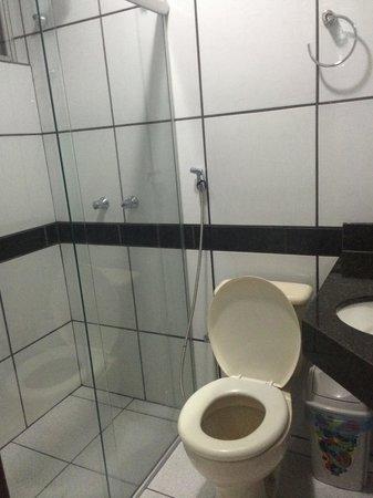 Neves Hotel : Banheiro limpo