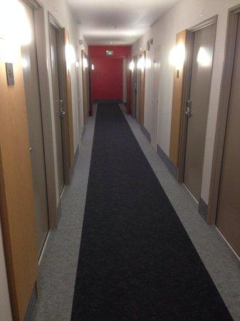 B&B Hotel Cannes La Bocca Plage: Dans le couloir.