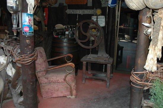 Joe's Beerhouse: Relíquias no Joe's Beer House