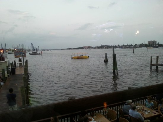Doc Ford's Rum Bar & Grille Ft. Myers Beach: Our amazing view!