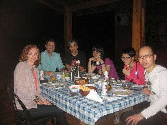 Casa Yaguarete B&B : Dinner with other guests (Lorena's in the pic too!)