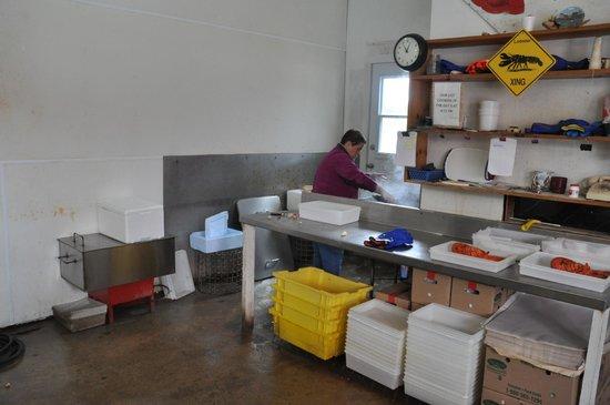 Ryer Lobsters: Inside Ryer's--Back is steaming kettle
