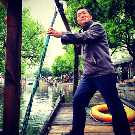 Miki Tours : The embarassed boatman