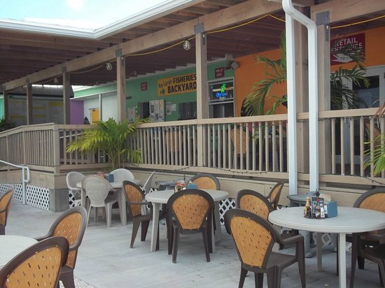Key Largo Fisheries Backyard: Dining on their deck