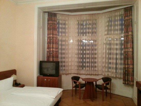 Astrid Hotel am Kurfürstendamm: окно