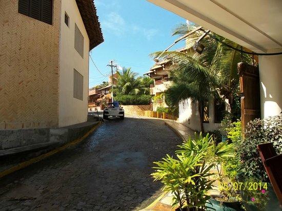 Hotel Pipa's Bay: Final de calle e ingreso al hotel,Ultimo paso a la playa