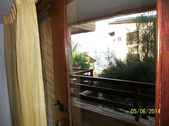 Hotel Pipa's Bay: Vista desde el interior de la habitacion hacia el mar