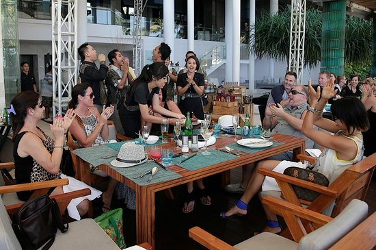 W Bali - Seminyak: The staff singing Happy Birthday