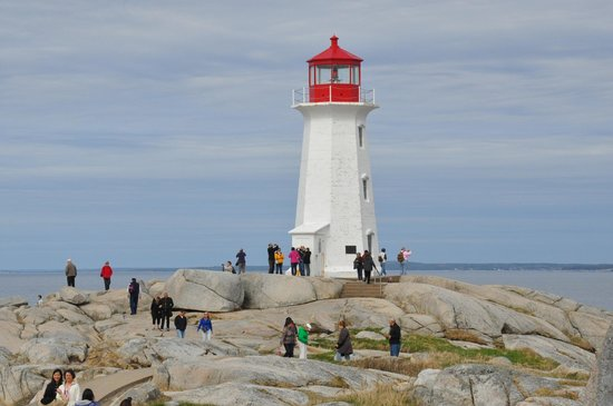 Sou-Wester Gift & Restaurant : Peggy's Cove Lighthouse