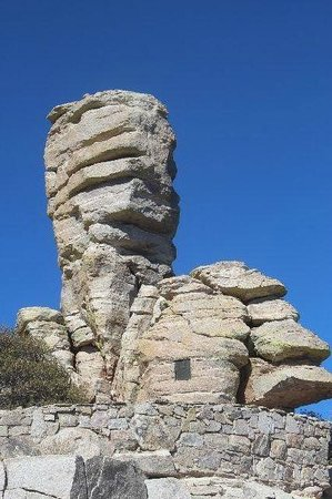 Tucson Mountain Park: Wind structured rock