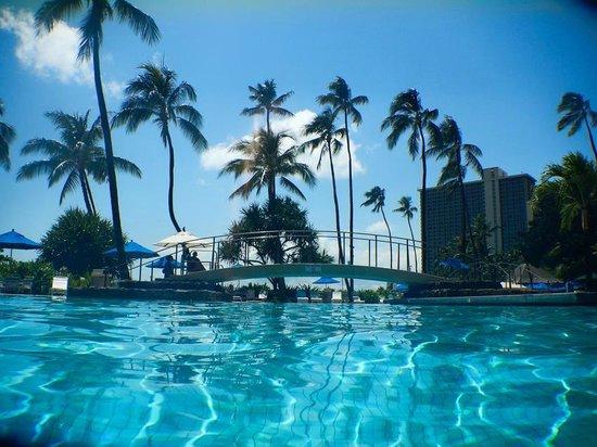 Hale Koa Hotel: Pool near waikiki
