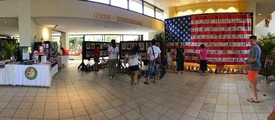 Hale Koa Hotel: Remembrance memorial in lobby