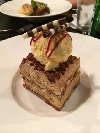 grillado: Tiramisu with cinnamon icecream.