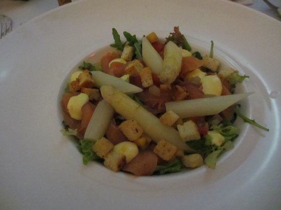 Bistro Le Clochard: asaparagus salad