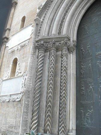 Cattedrale di Palermo: detalle de la puerta