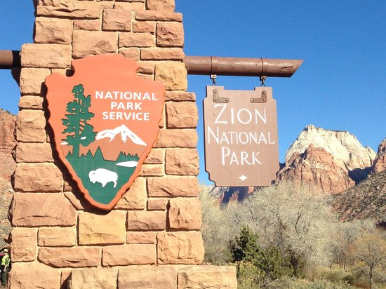 Zion Lodge : Entrance Sign