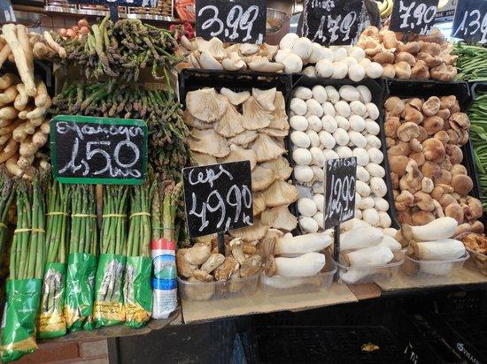Travel Bound Barcelona Free Walking Tours : Rambla, 91 Mercat de la Boqueria