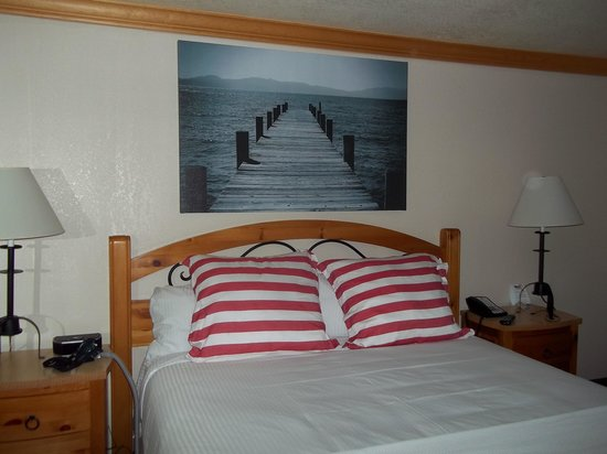 Beach Retreat & Lodge at Tahoe: The bed area