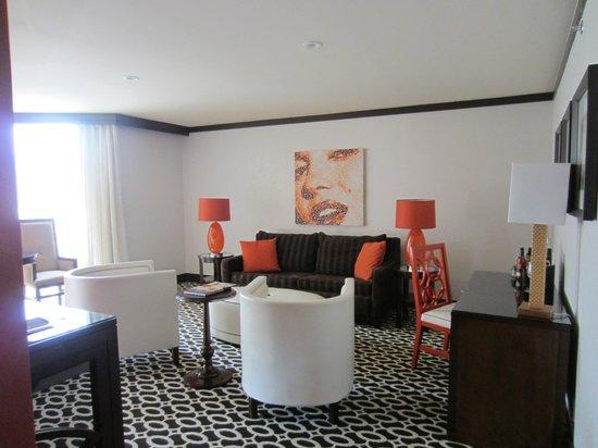 Riviera Palm Springs Resort: Living room 2