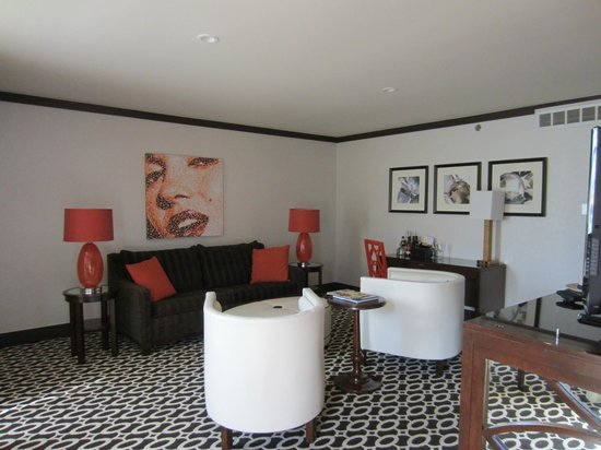 Riviera Palm Springs Resort: Living room