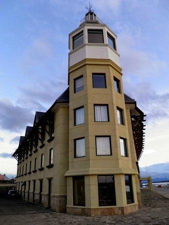 Hotel Costaustralis: Estructura arquitectónica imponente