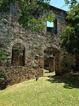 Caneel Bay Resort: sugar mill ruins