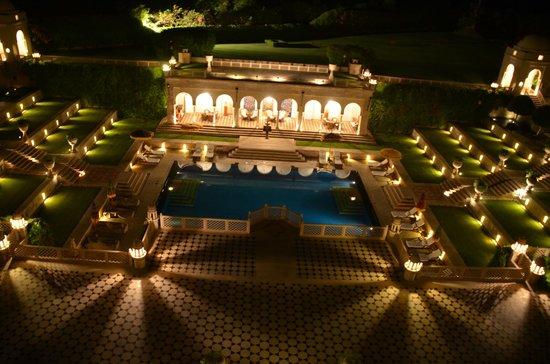 The Oberoi Amarvilas: Vista noturna para a piscina