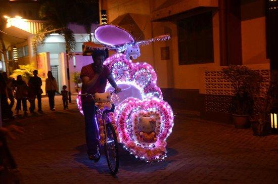 Mahkota Hotel Melaka : Trishaw ride from opposite the hotel