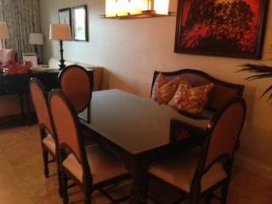 Key West Marriott Beachside Hotel: Dining