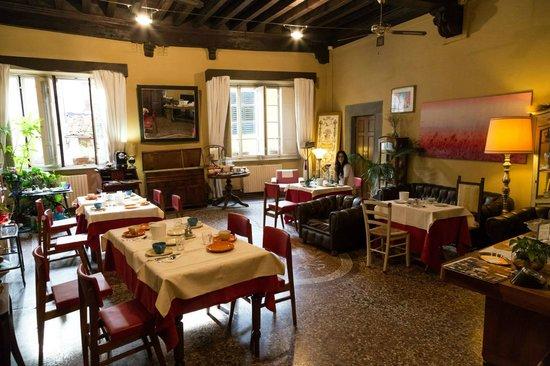 Bed & Breakfast La Romea: Breakfast/communal room