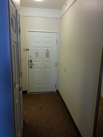 La Quinta Inn & Suites Lubbock North: our room entrance