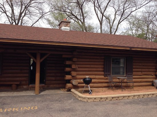 Rivers Edge Resort and Motel: Outside of units 6 and 7