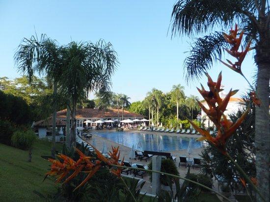 Belmond Hotel das Cataratas : Swimming pool and dining area.