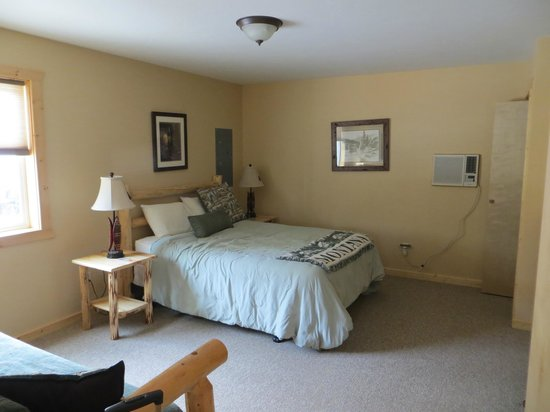 Glacier Outdoor Center : One of the upstairs bedrooms