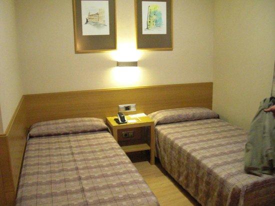 El Pasaje: room