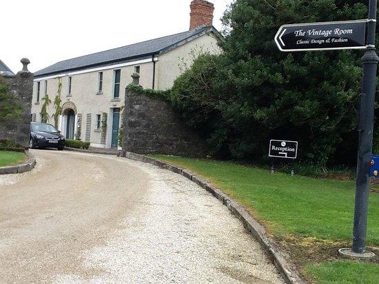 Castle Dargan: Hotel entrance