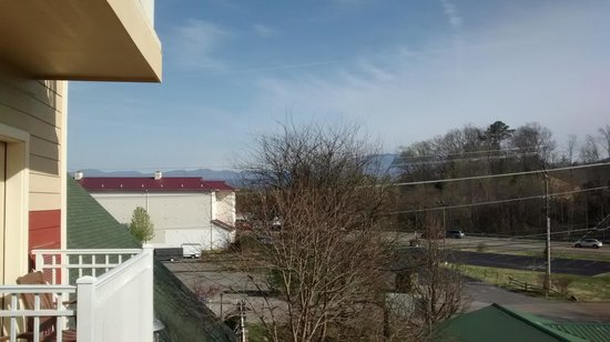 Clarion Inn Dollywood Area: Our view from our balcony on the 3rd floor.