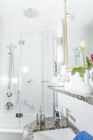 Duschkombinationen In Vielen Badern Picture Of Hotel Adler