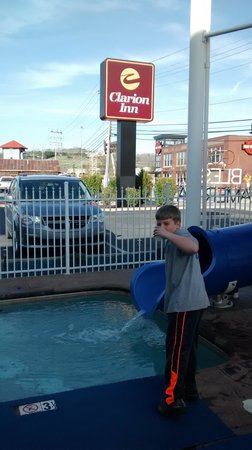 Clarion Inn Dollywood Area : Waterslide!!