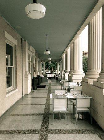 Hotel Ella : The front porch set up for brunch